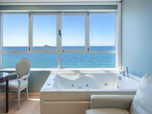 Hoteles baratos en benidorm con jacuzzi for Hoteles con habitaciones familiares en benidorm